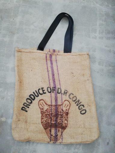 tote bag original en toile de jute avec motif léopard